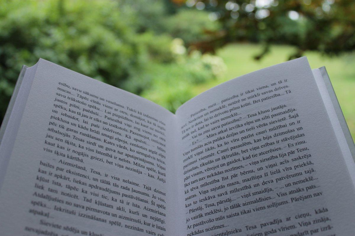 """Grāmata """"Debesīs dotais solījums"""""""